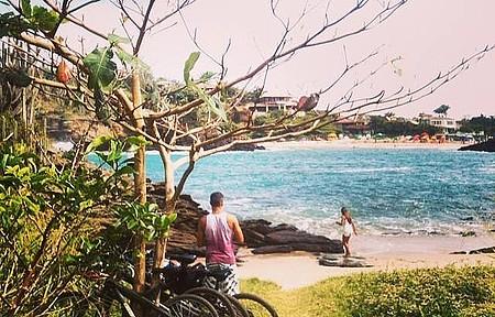 Praia de Ferradurinha é apreciada de ângulo exclusivo