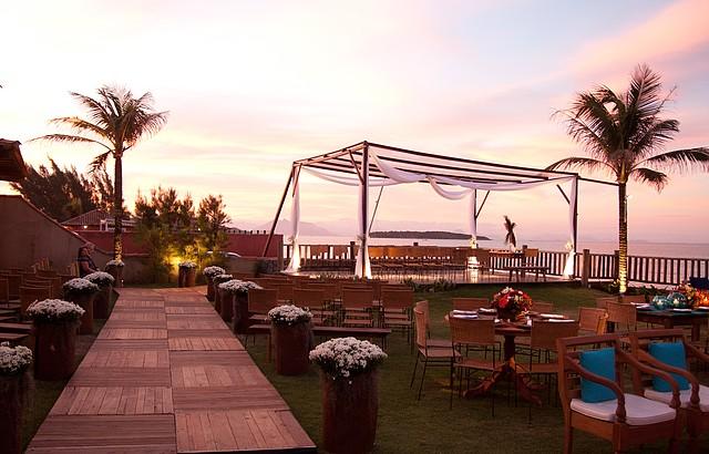 Luzes ainda mais românticas ao entardecer no Villa Rasa Marina