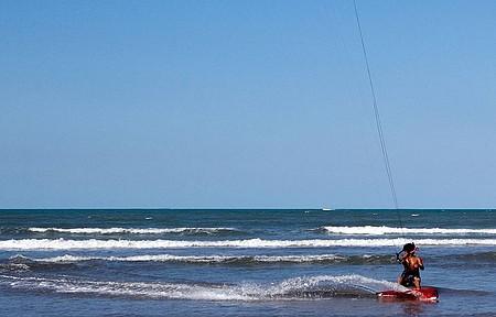 Bons ventos permitem a prática o ano inteiro na Rasa e em Manguinhos