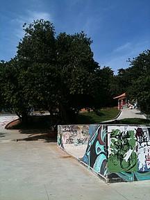 Grafite e paisagismo integram o ambiente