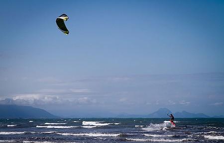Manobras radicais nas praias Rasa, Baia Formosa e Manguinhos