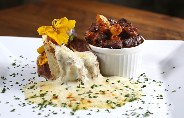 Crepes, carnes e molhos exóticos sempre presentes no buffet