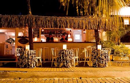 No Bar do Zé, mesas na calçada são perfeitas para um drink