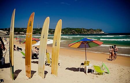 Escolinhas de surf se concentram no canto esquerdo
