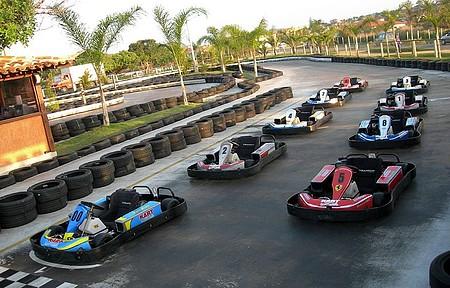 Corridas de kart reúnem até nove competidores