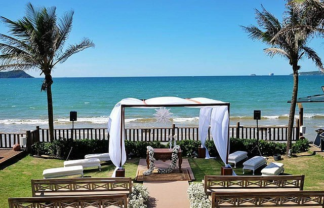Charme garantido nas cerimônias à beira-mar no Villa Rasa Marina