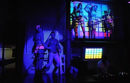 Performance de dançarinos animam ainda mais a noite