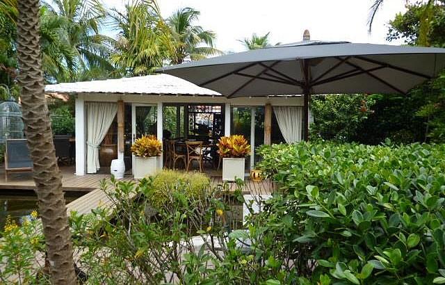 Restaurantes funcionam em meio a belos jardins